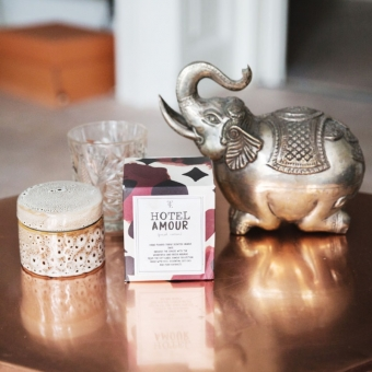 The Gift Label small tin candle -hotel amour